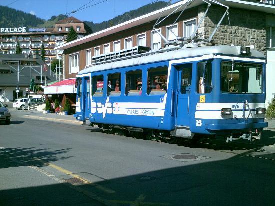 Hotel du Golf: Local Tram
