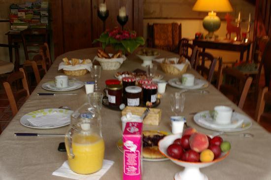Maison Carre: Breakfast