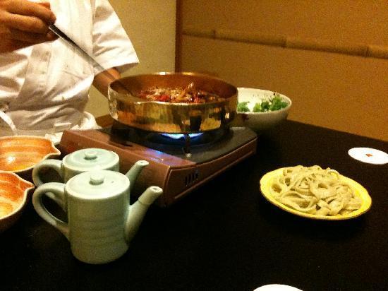 โกซานเต อุบูยะ: 料理長の調理(甲州牛のすき焼き)
