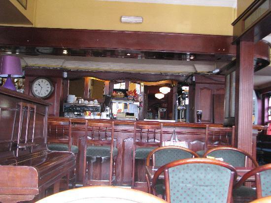 Railway Hotel: friendly pub/restaurant