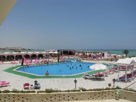 شدوان غولدن بيتش ريزورت: one of the swimming pools