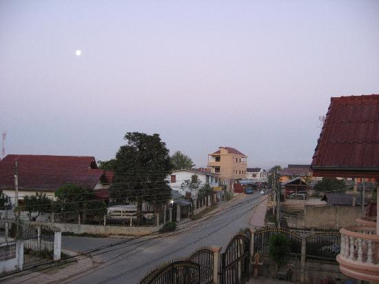 Namchai Guesthouse: Front gate of guesthouse and road from the second floor balcony