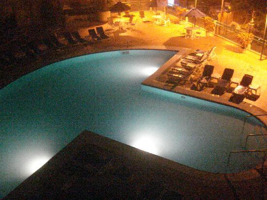 بارسيلو كولون ميرامار: Vista de la piscina