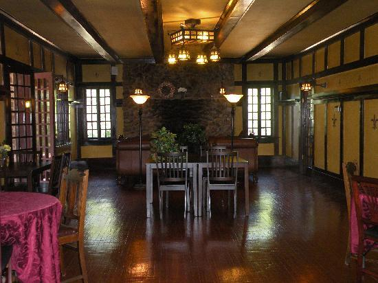Hilltop Manor Bed & Breakfast: The diningroom