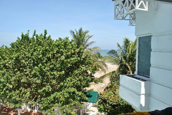 Hotel Las Américas Casa de Playa : View from our room of the beach & gardens