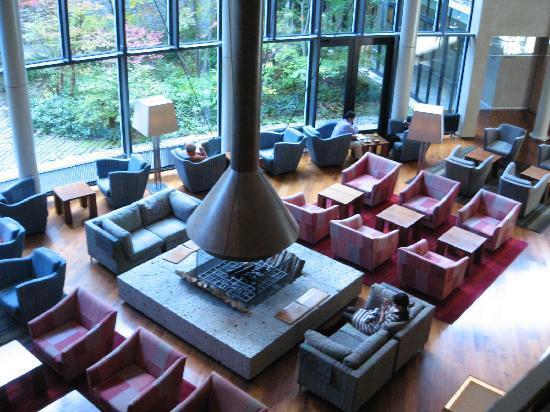 Hyatt Regency Hakone Resort and Spa: 夜はラウンジ乞食の巣窟