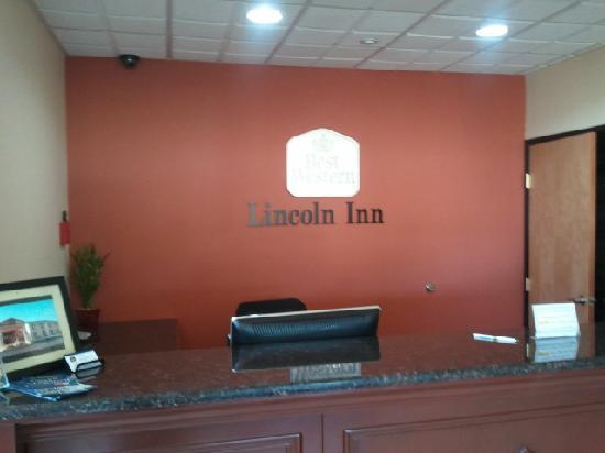 Best Western Lincoln Inn: Front Desk