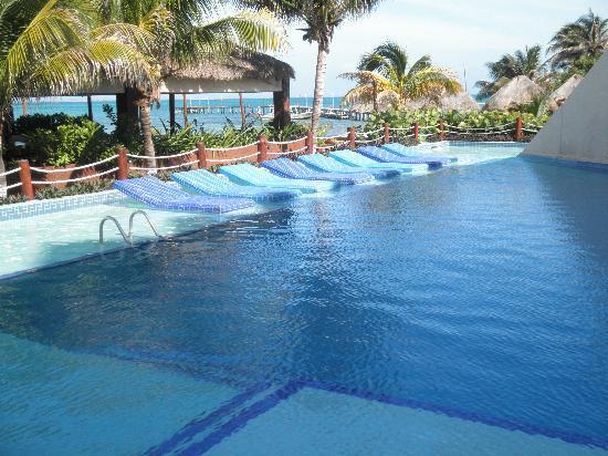 Mia Reef Isla Mujeres: Hotel's pool