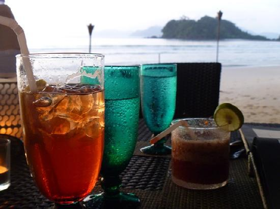 The Andaman, A Luxury Collection Resort : cocktails on the beach, Awesome