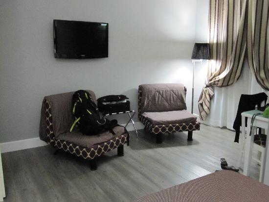 Domus Castrense: TV & chairs