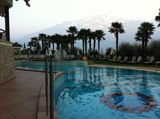 Hotel Royal Village: Una delle piscine immersa tra le palme