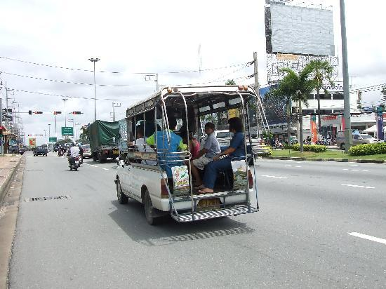 ตลาดน้ำสี่ภาค พัทยา: white baht bus