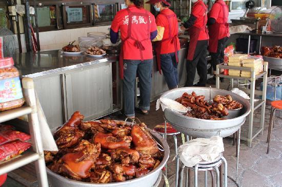 Haihong Restaurant - : 店の前にずらり