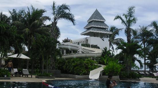 Novotel Hua Hin Cha Am Beach Resort and Spa : the slidder at swimming pool