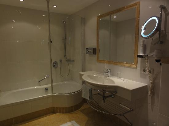 Une tr s belle salle de bain picture of gasthof - Une belle salle de bain ...
