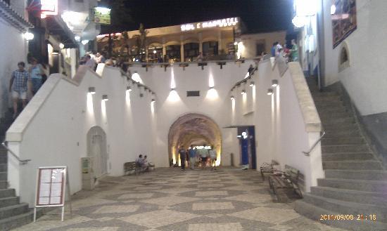 Hotel Sol e Mar: Tunnel entrance underneath hotel