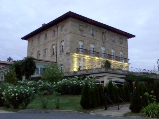 Hotel Palacio Urgoiti: El Palacio Urgoiti al atardecer