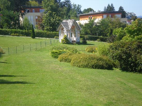 Hotel Park's: Blick vom Villenzimmer, nur grün.