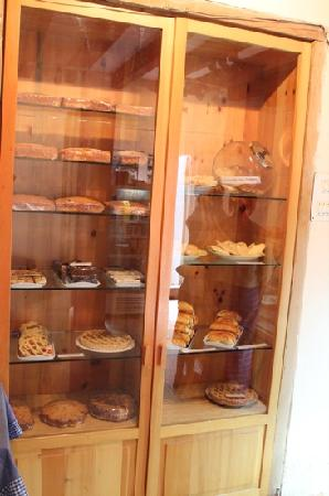 Art Cafe : the cupboard full of goodies