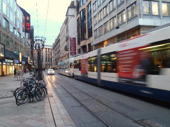 Appart'City Geneve Gaillard: modern street tram