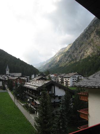 Hotel Alpenhof: View from balcony from junior suite at side of hotel