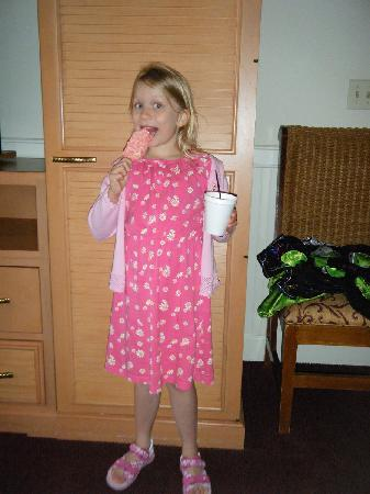 Diamond Resorts Grand Beach: Ice-cream and Coffee for a 6 year old..who though that 'help yourself coffee' would be a great i