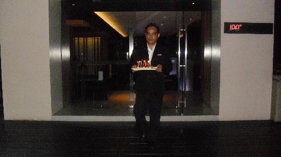 อนันตรา กรุงเทพฯ สาทร: birthday cake