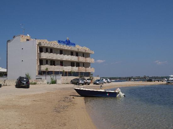 Hotel Alba: Vista dal porticciolo