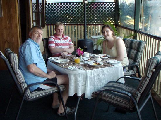 Peppertree Cottage: breakfast on the verandah