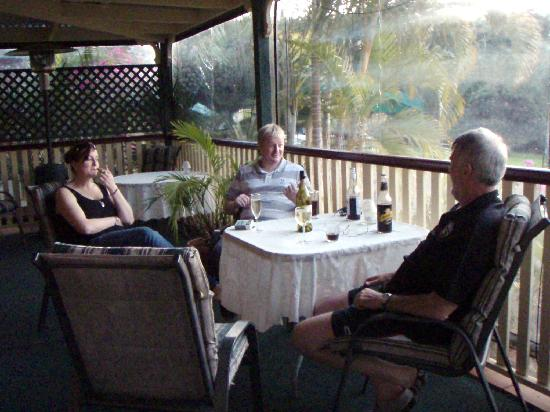 Peppertree Cottage: Quiet drink on the verandah