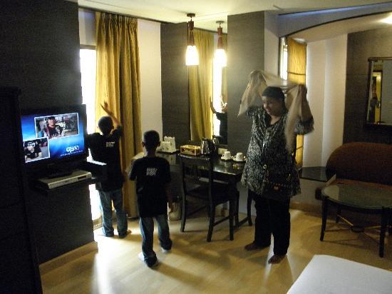 B.P. Grand Suite Hotel: Big room again :)