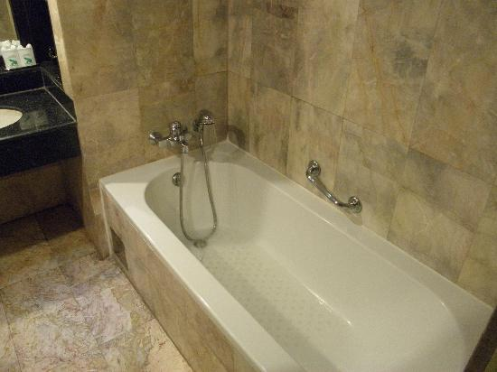 B.P. Grand Suite Hotel: cool shower...