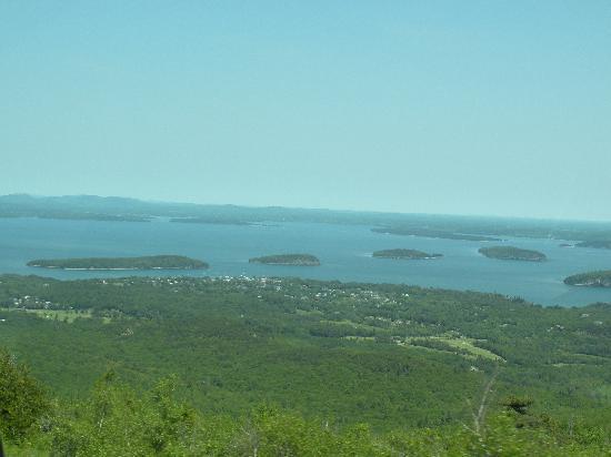 Cadillac Mountain: Great view toward Bar Harbor
