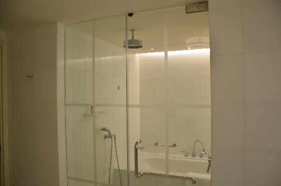 โรงแรมแฟร์มอนท์ สิงคโปร์: バスルーム
