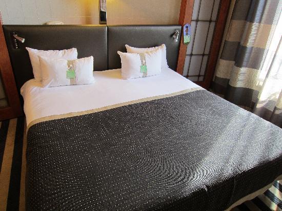 Holiday Inn Paris Gare de Lyon Bastille : Very comfortable twin bed