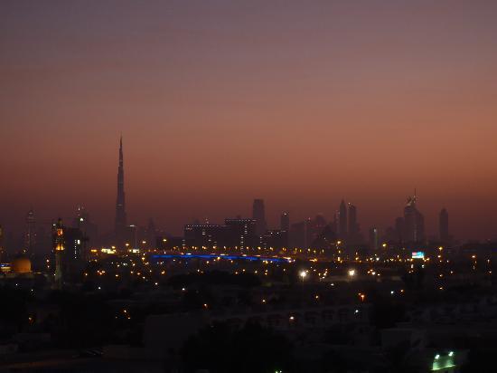 فندق بريمير ان المطار: Sunset from the rooftop pool