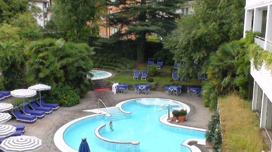 Piscina esterna con acqua calda e salata foto di - Hotel merano 4 stelle con piscina ...