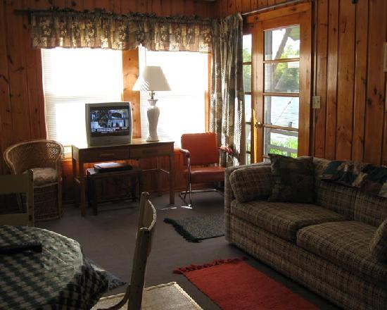 The Hideaway on Island Lake: livingroom