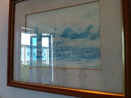 Harbour Ville Hotel: Moldy Picture, Get Rid of it!
