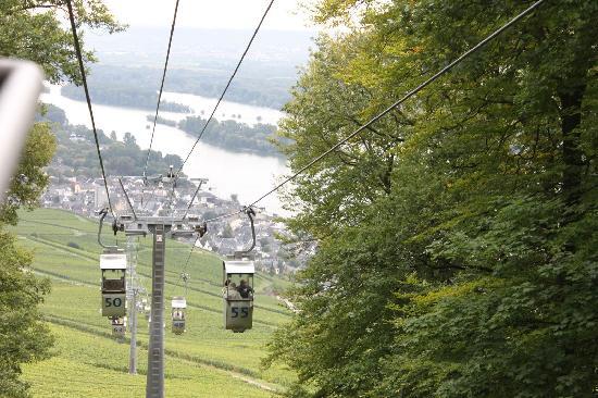 Rheinhotel Lamm: Riding sky-ride down into Rudesheim