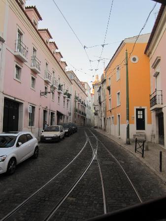 Tram 28: narrow streets, no tour bus can go through
