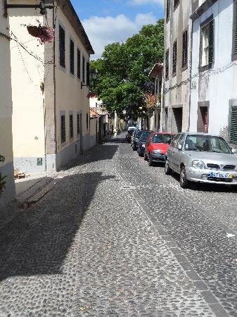 Hotel Baia Azul: Une rue dans la vieille ville de Funchal