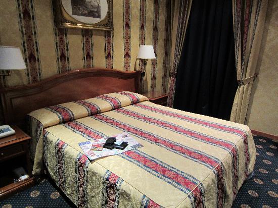 โรงแรมรัฟฟาเอลโล: Good twin bed