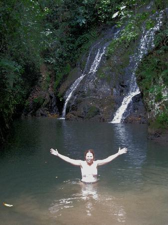 Panama Canal Boat Eco Tour : enjoying the waterfall