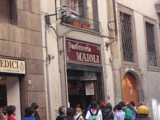 Antica Pasticceria  Maioli : Just south of the Ponte Vecchio