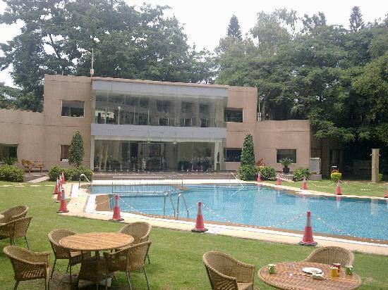 The Lalit Ashok : the pool