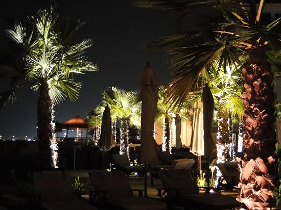 Crowne Plaza Abu Dhabi - Yas Island: Piscina