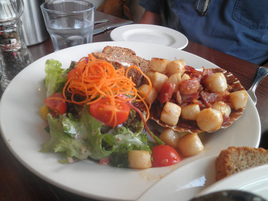 Cafe Fish : Queen scallops and bacon pieces