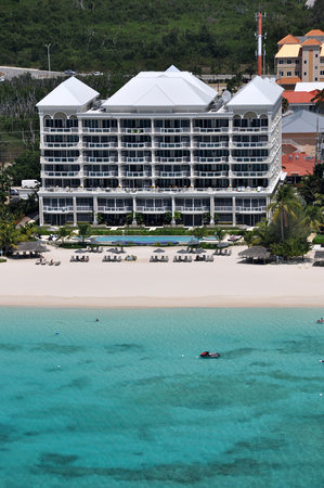 Beachcomber Grand Cayman: Beachcomber Condominiums 7 Mile Beach