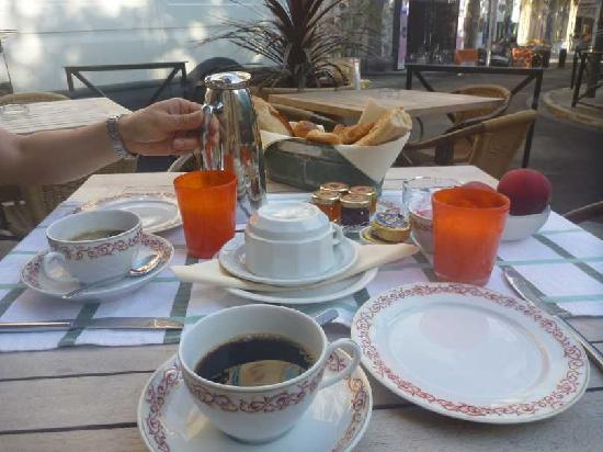 Grand Hotel Nord-Pinus: Breakfast at a terrace